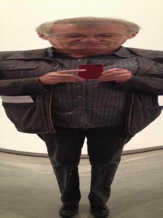 Tony in Anish Kapoor mirror 448