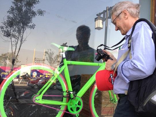 TW admires bike 542