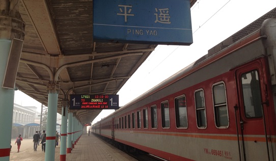 train arrives Pingyao 542