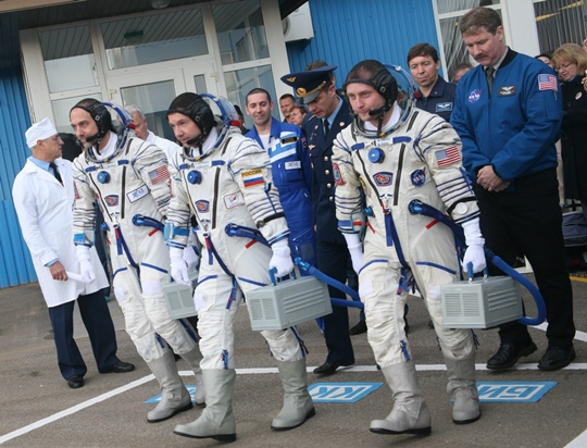 Soyuz TMA-13 crew head to the bus to go to the launcher. Left to right, Richard Garriott, Yuri Valentinovich Lonchakov and Michael Finke.