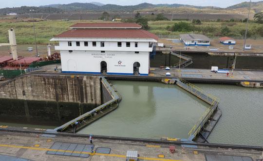 IMG_6605 - Miraflores Lock, Panama Canal - 540