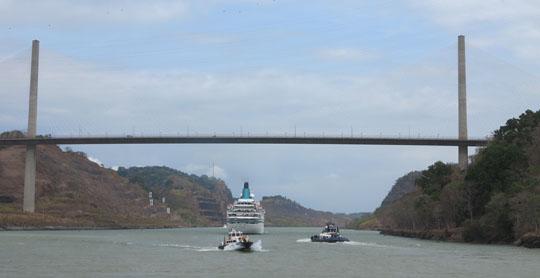 IMG_6828 - Albatros under Centennial Bridge, Panama Canal - 540