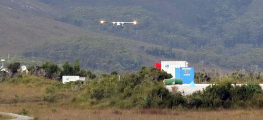 IMG_6920 - Islander landing at Melaleuca - 540