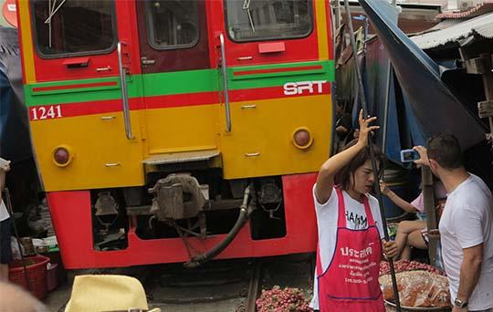 IMG_2752 - Dangerous Market, Maeklong - 540