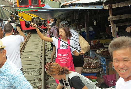 IMG_2753 - Dangerous Market, Maeklong - 540