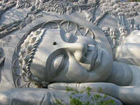 Reclining Buddha image at Song Lon Pagoda